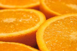Dientes perfectos con naranja belleza